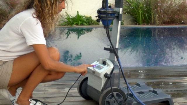 Robot de piscine dolphin liberty nettoyage sans fil - Robot piscine sans fil ...