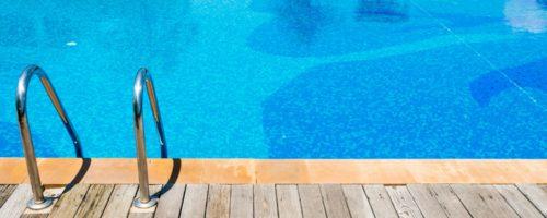 Comment nettoyer une piscine : quels equipements utiliser pour bien entretenir sa piscine ?