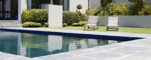 Comment entretenir sa piscine : les étapes clés pour un hivernage actif ou passif par notre revendeur expert conseil piscine Somedi à Montpellier