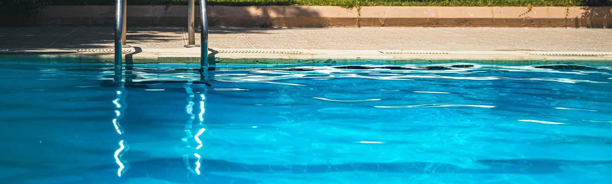 Éviter le calcaire en filtrant l'eau de sa piscine